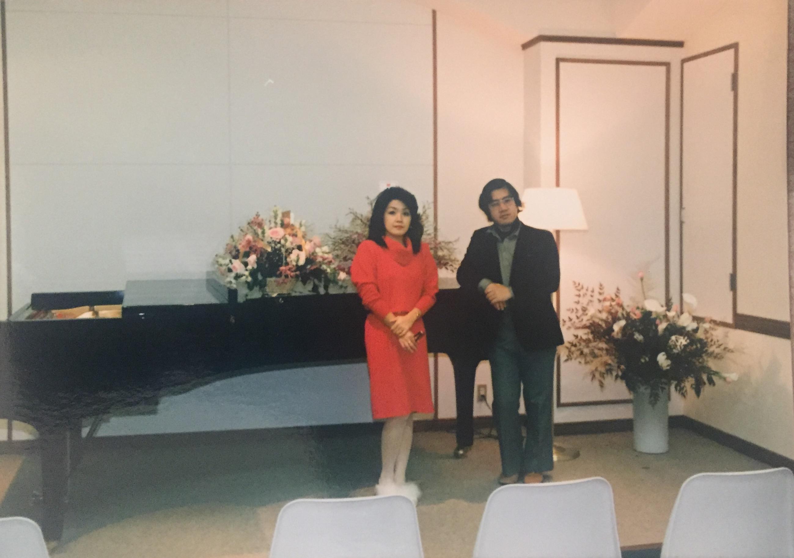 オープニングセレモニーを終えた後の院長と陽子先生。カノンホールにて。